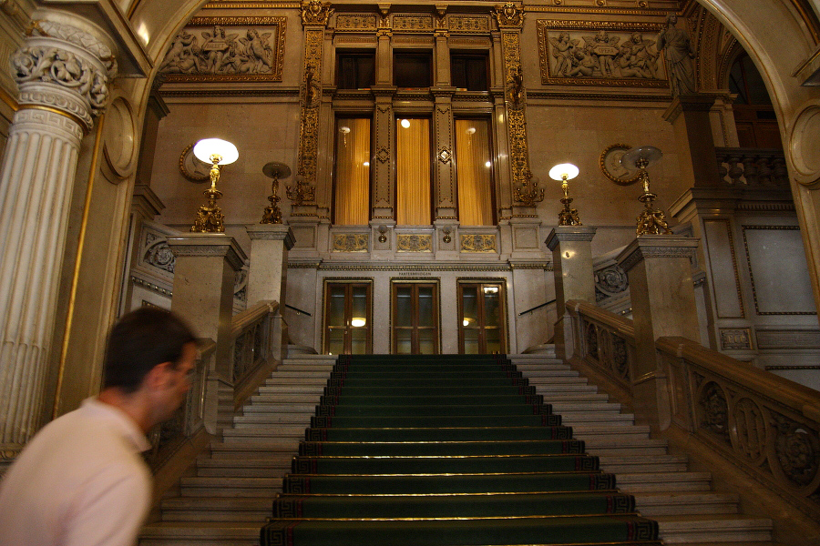 main entrance vienna opera